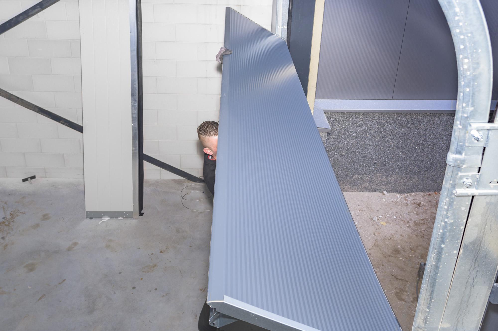 Leveren, onderhouden en repareren van bedrijfsdeuren en elektrische garagedeuren   Deurtechnieken Brabant BV
